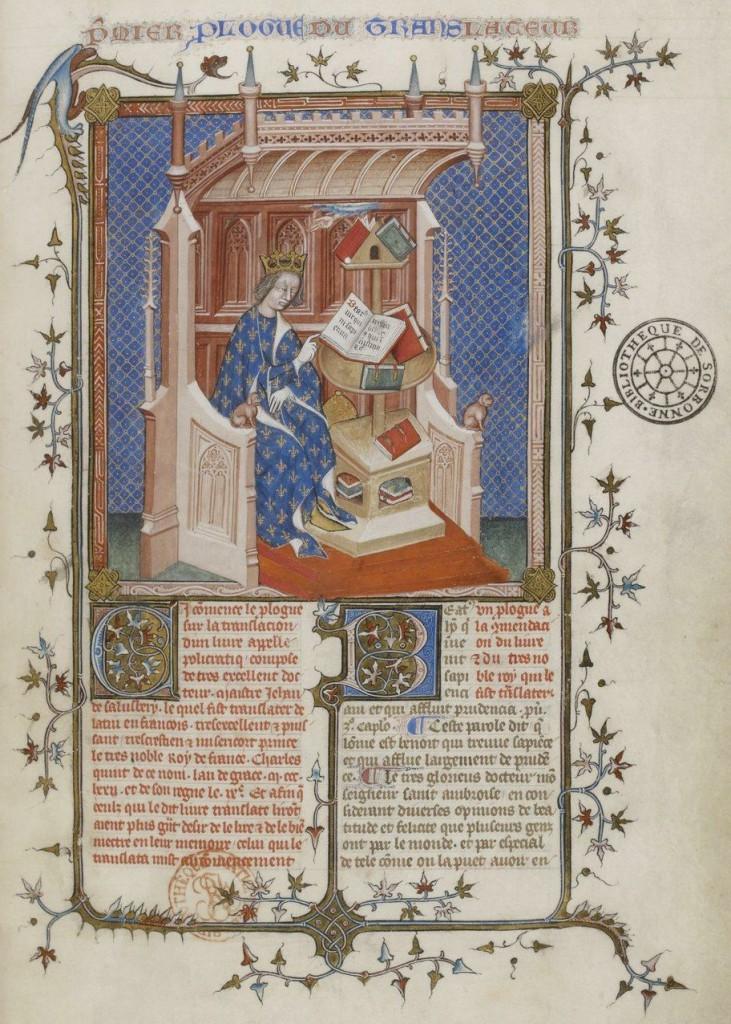 """Maître du Policratique de Jean de Salisbury (ca. 1370), f°2, Portrait du roi Charles Vdans sa """"Librairie"""", assis devant une roue à livres. BNF MS Français 2428."""