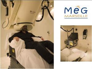 Magnétoencéphalographie : mesure des champs magnétiques induits par l'activité électrique des neurones du cerveau, lors d'une tâche. (centre MEG, hôpital de la Timone, Marseille).