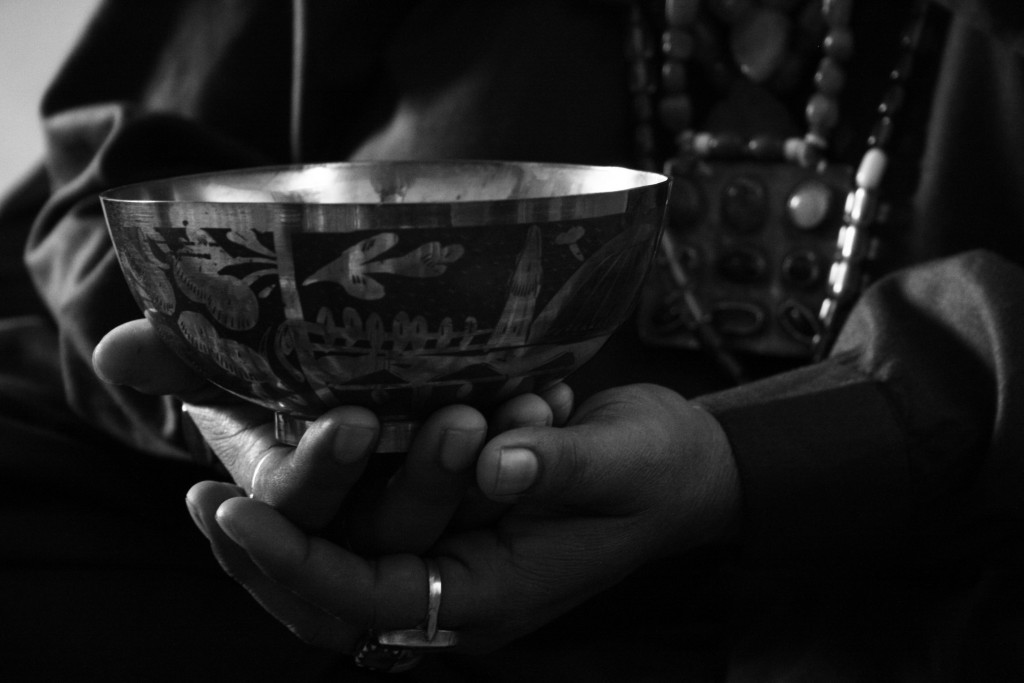 Amma holds a healing-cup at her home in Sehwan Sharif | 2009 © Kasmani