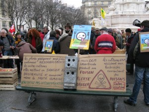 Manifestation à Paris pendant les débats sur la loi OGM au Sénat (2008)