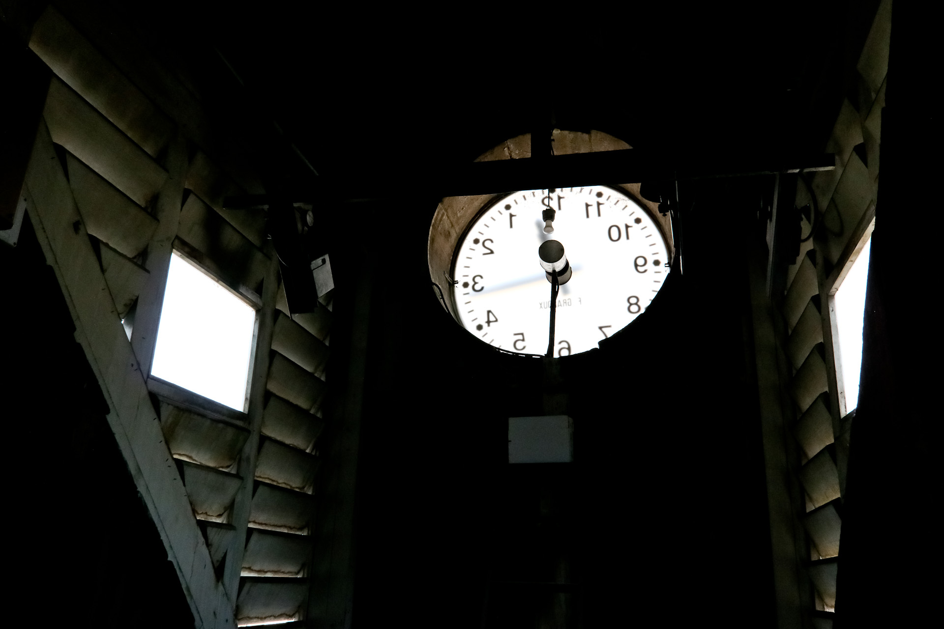 Derrière l'horloge de la bibliothèque