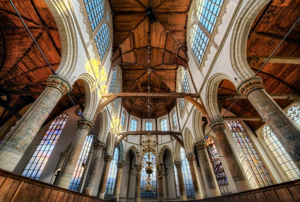 Oude Kerk, Amsterdam, dédiée à St Nicolas, convertie en 1578 au culte réformé. Photo de Jim Nix sous Licence CC BY 2.0 https://www.flickr.com/photos/jimnix/