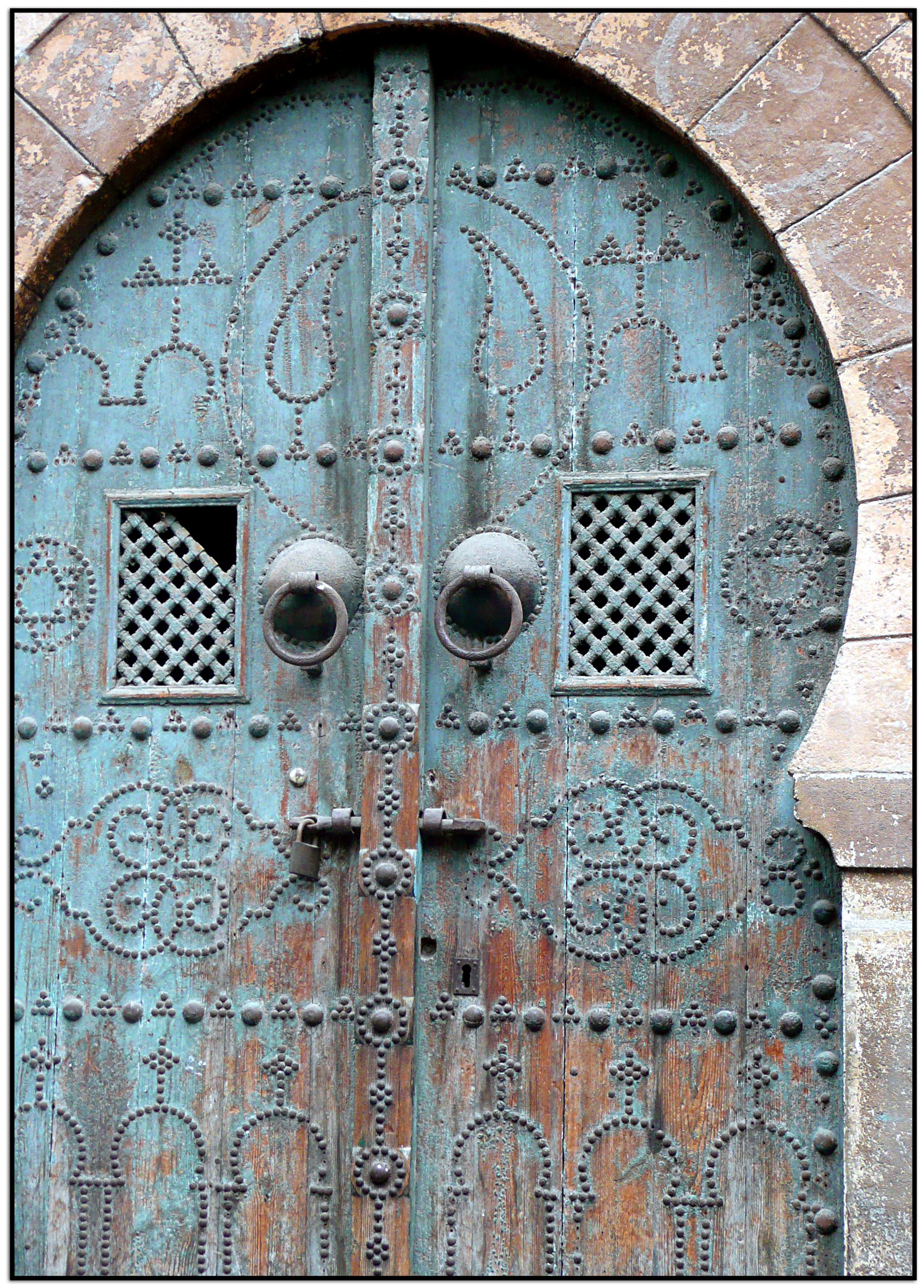 Porte bleue, Tunis. Photo de abac077 sur Flickr, 2009.