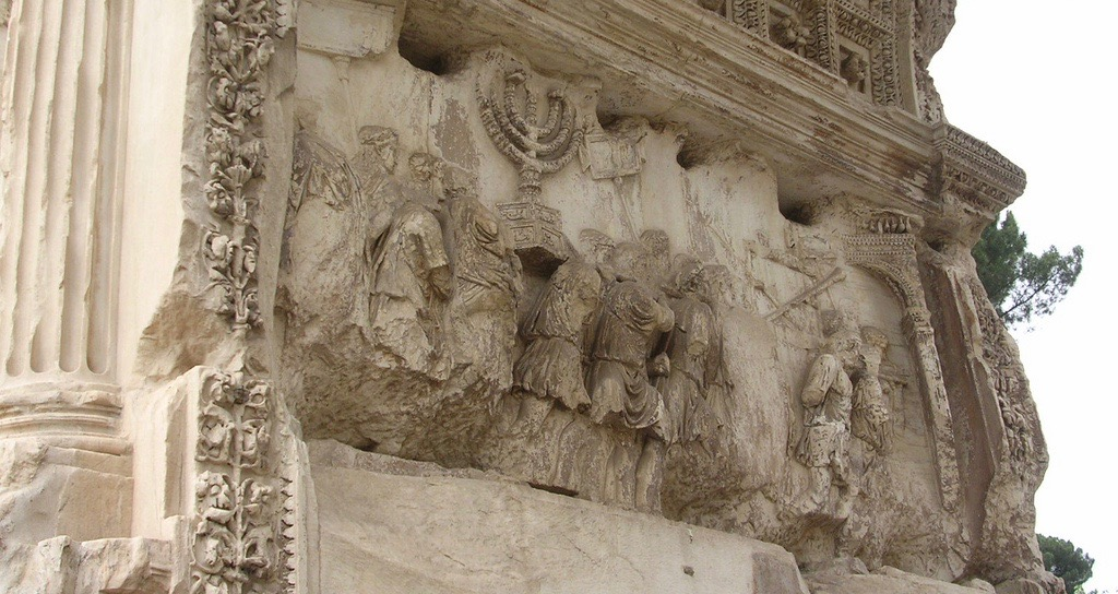 Procession des soldats romains portant les objets du temple de Jérusalem, Arc de Titus, Forum, Rome (Italie). Photo de DogFrog sur Flickr