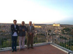El profesor Juan Miguel Muñoz corbalán con Horacio Capel, ponente y miembro del comité científico, y Eloy Solís, vicepresidente del Congreso.