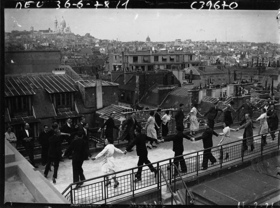 Sans titre ni photographe connu, [danseurs sur un toit parisien], agence de presse Meurisse, 1936. Bibliothèque nationale de France.