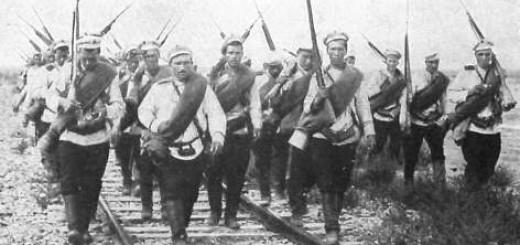 Russian_infantry_1914_railroad