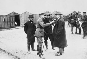 thomas_haig_joffre_lloyd_george_at_meaulte_france_1916_iwm_q_1177