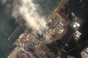 Vue plongeante de la centrale de Fukushima, mise en circulation médiatique le 14 mars 2011. Source : DigitalGlobe
