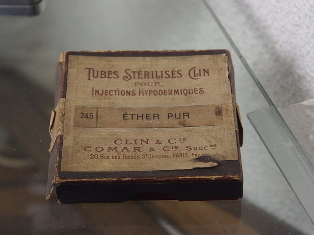 Ether pur, Tubes Sterilises Clin, Musée Somme 1916 (copyright: Great War Observer, 2013, via Flickr)