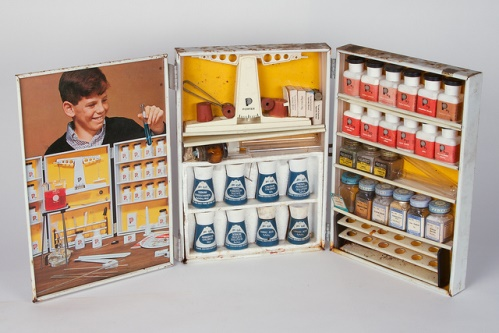 Vintage Chemistry Sets 34 (crédits : Windell Oskay, via Flickr, 2013)