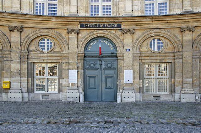 Entrée principale de l'Institut de France, quai de Conti à Paris VIème (crédits : http://commons.wikimedia.org/wiki/User:Jebulon, via Wikimedia Commons)
