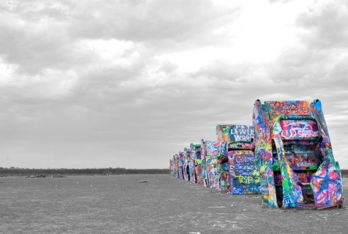 Cadillac Ranch, Texas (crédits : Marco Valtas, 2014, via Flickr)