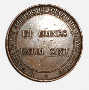 """ut omnes unum sint"" auf einer Münze des Collège de France von 1845 (Urheber: Simplicius, [Public Domain, via Wikimedia Commons])."