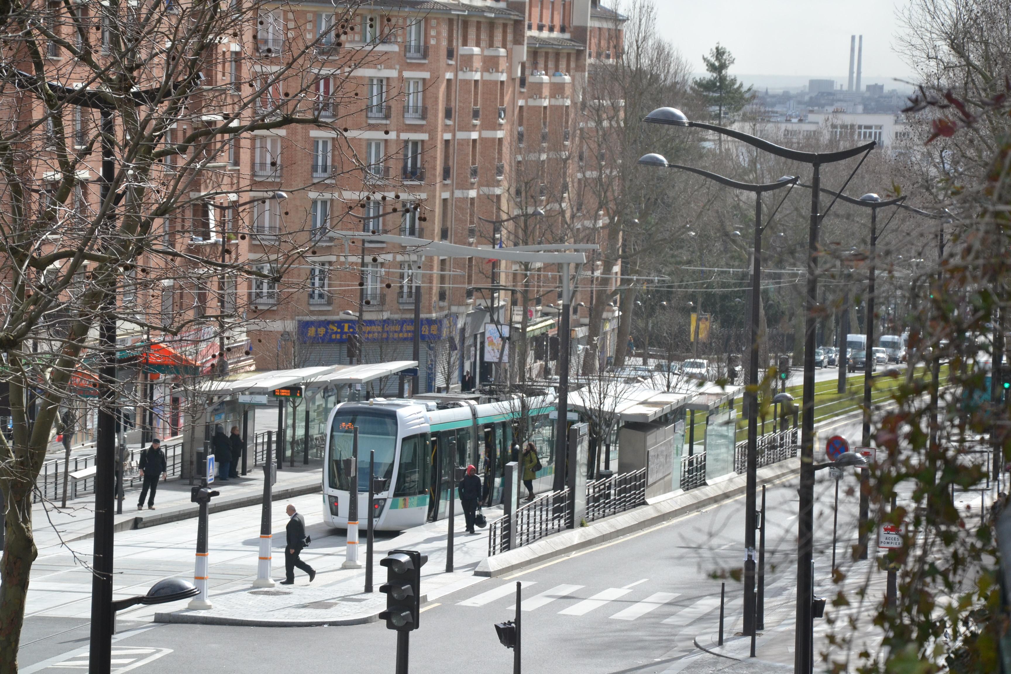 """Le tramway à la station """"Séverine"""" (L. D., 2015)"""