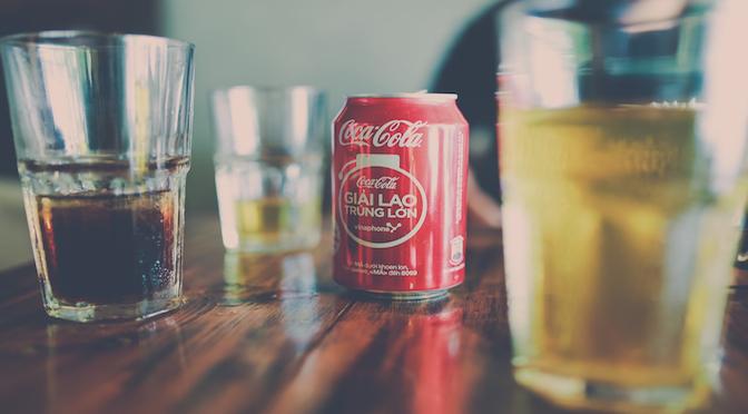 Canette de Coca-Cola sur une table