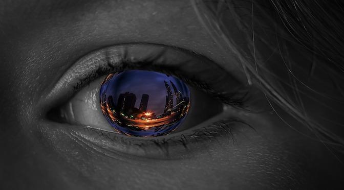 Oeil avec un reflet de ville