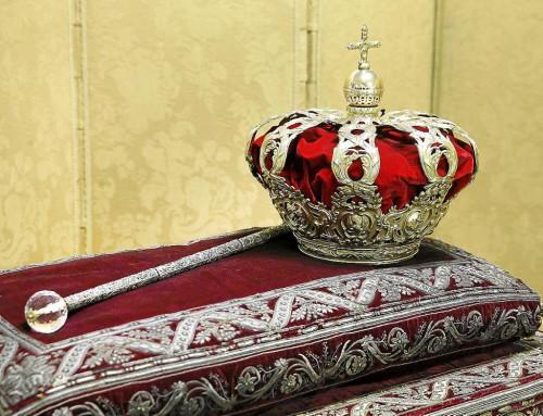 Corona tumular (s. XVIII) y cetro o bengala (s. XVII) de los Reyes de España