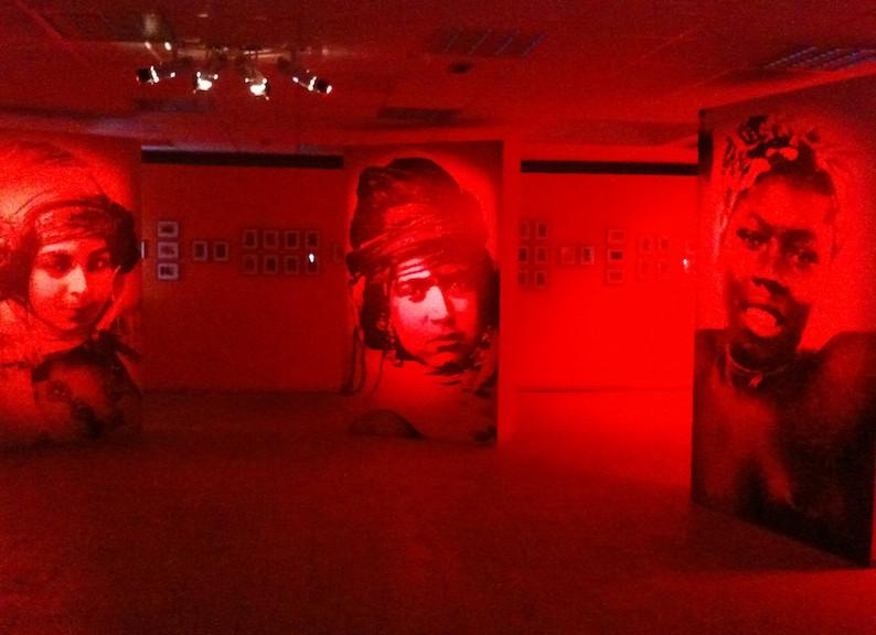"""Exposition """"Bons baisers des colonies"""" de Safia Belmenouar"""