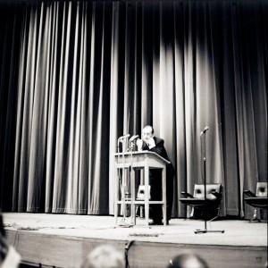 André Malraux lors de son discours d'inauguration de la Maison de la Culture d'Amiens, 19 mars 1966 [Archives municipales et communautaires d'Amiens, 25 Fi 2435]