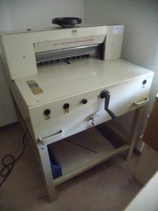 6. Papierschneidemaschine