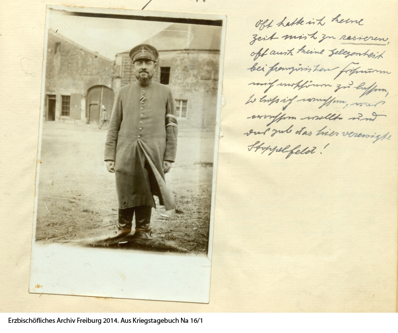 """Fridolin Mayer an der Westfront zwischen Juli 1915 und Dezember 1917: """"Oft hatte ich keine Zeit mich zu rasieren, oft auch keine Gelegenheit bei französischen Friseuren mich verschönern zu lassen, so ließ ich wachsen, was wachsen wollte und das gab das hier verewigte Stoppelfeld!"""""""