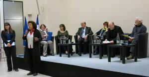 La présidente du Comité de pilotage présentant la dernière table-ronde, consacrée à l'éthique, de l'audition publique