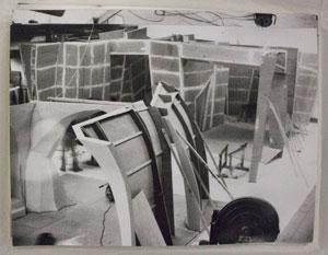 Abb. 2: Foto der rekonstruierten Bühnenbauten, Originale im Garfikarchiv der Deutschen KInemathek; Foto: Teja Häuser