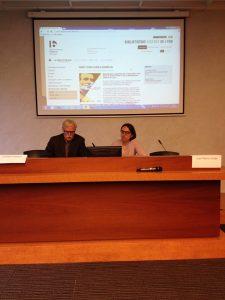 De gauche à droite, Christian Delrue, président de l'Association des Amis de Panaït Istrati et Christine Boyer, directrice de la Bibliothèque Diderot de Lyon, salle de conférences de l'Institut français de l'Éducation (Photographie AM)