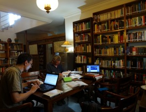 La MAFBO au travail à la bibliothèque de l'EFEO