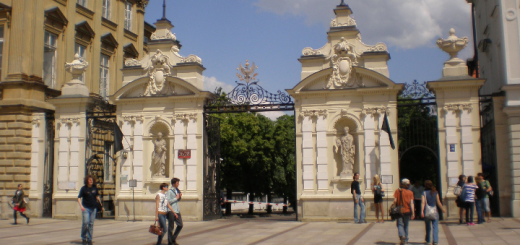 444 - Brama_Uniwersytetu_Warszawskiego_cropped