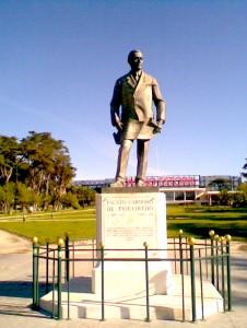 Figura 2 - Estátua do fundador da estância, no Parque Estoril, 2014 (Fotografia da autora).