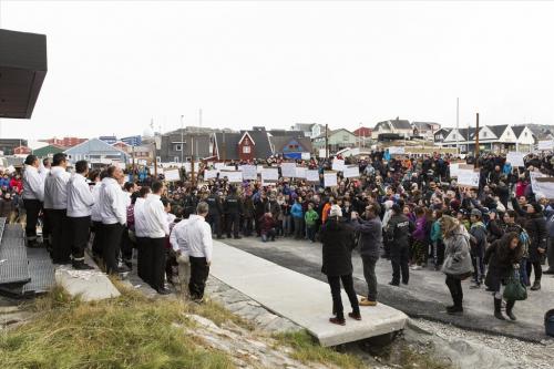 Eine Demonstration gegen Hammond vor der Eröffnung des Herbst-Inatsisartuts 2014. - Foto: http://inatsisartut.gl