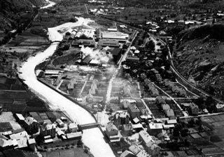 -Le site industriel de Rioupéroux en 1951 issu des fonds iconographiques de l'Institut d'histoire de l'Aluminium (IHA, FI001_0655)