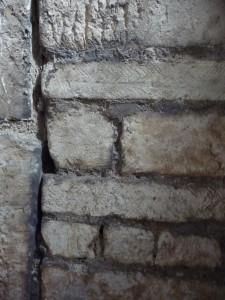 St-Irénée : appareil allongé (descente d'escalier, première moitié du VIIe s.)