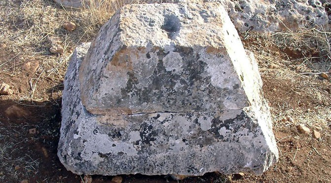 Le mausolée pyramidal du village de Sergilla, Syrie du Nord