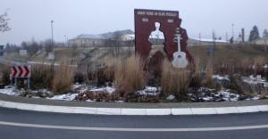 Elvis-Presley-Denkmal vor den Ray Barracks in Friedberg Hessen