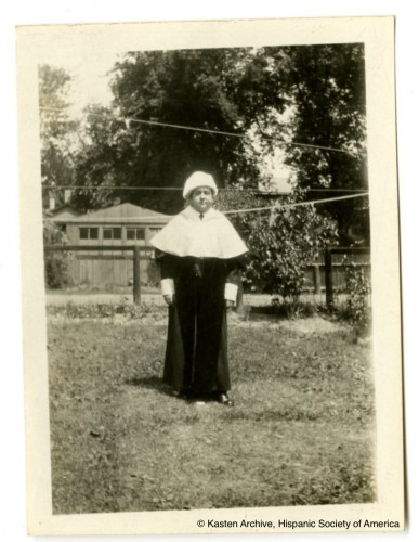 """Antonio García Solalinde en el jardín de su casa en Madison. """"Kasten Archive"""", Hispanic Society of America"""