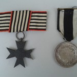 Orden f&uuml;r den Kriegshilfsdienst (links) und Allgemeines Ehrenzeichen<br /> Privatbesitz