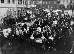 Linzer Rosenmontagszug 1900 auf dem Marktplatz