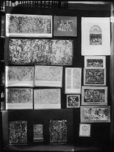"""Fig. 9 Aby M. Warburg, Mnemosyne Picture Atlas, Panel 34 (1929), """"Teppich als Vehikel. Themen: Jagd und Vergnügen. Arbeitende Bauern. Antike im Zeitgewandt (Trojan. Krieg. Alexander) = Auffahrt. Narziss und Grablegung als bestellte Teppichthemen?"""", Photo: Copyright: The Warburg Institute, London"""