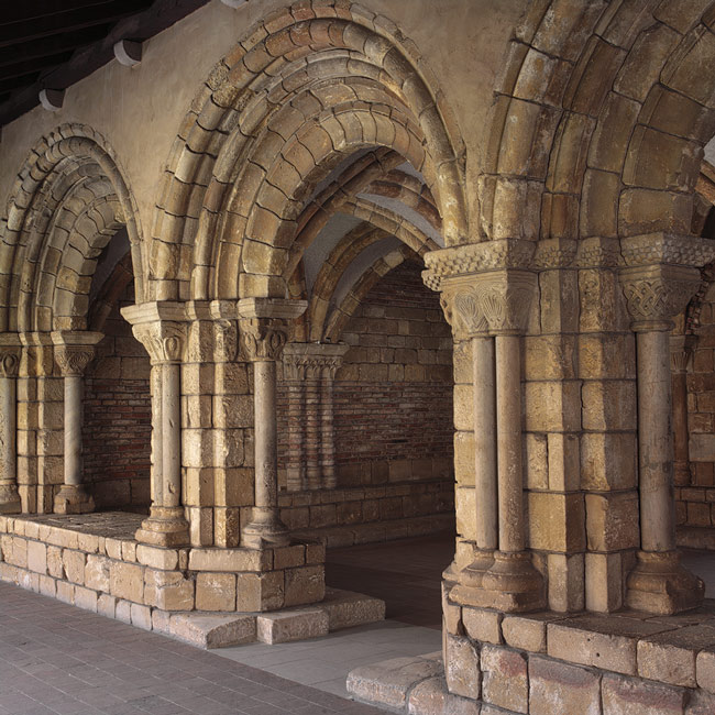 Chapter House, 12th century French, Aquitaine; from the Cistercian abbey of Notre-Dame at Pontaut, south of Bordeaux Limestone brick, and plaster; 42 x 33 ft. (1 m 280 cm x 1 m 5 cm) The Cloisters Collection, 1935 (35.50)