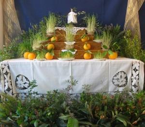 Presépio algarvio: trono com a imagem do Menino Jesus, searinhas e laranjas Faro, Escola Secundária de Tomás Cabreira, 2013
