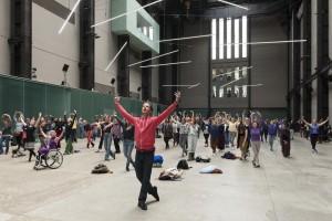 Dança com o bailarino e coreógrafo Julian Weber na Tate Modern, 16 maio 2015 Foto: Alexander Scrimgeour