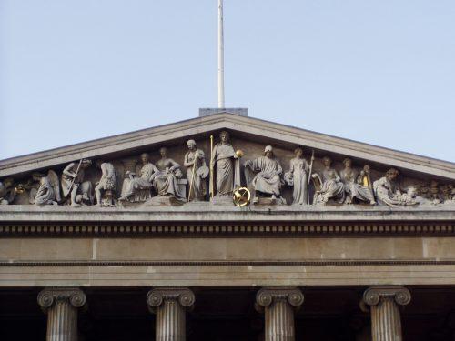 British Museum: tímpano da fachada Foto: Dan twiga swala, 2008