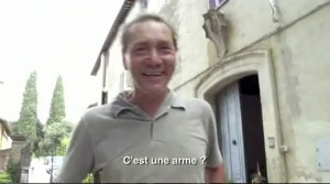 Stefano Bellotti arrivant à PAcina in Résisantce naturelle (00:14:34)