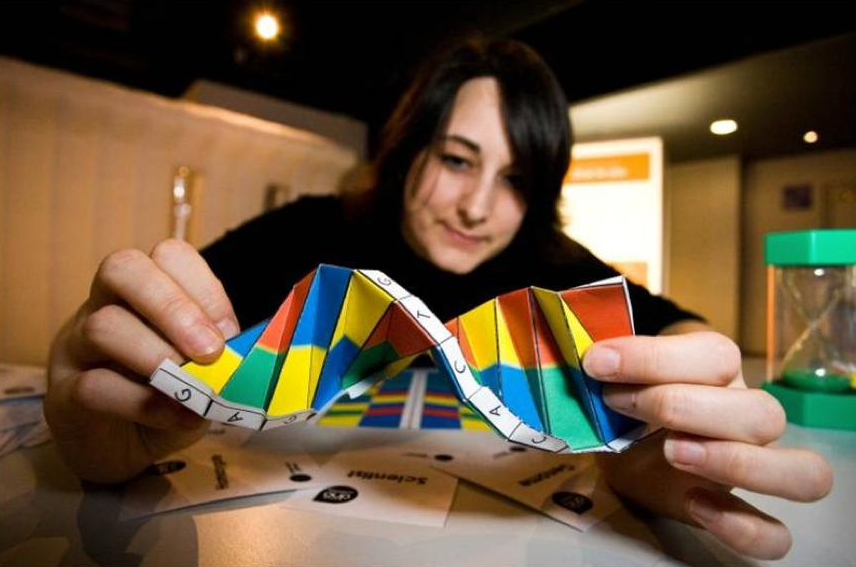 Duncan Hull - DNA Origami by Alex Bateman (CC BY 2.0)