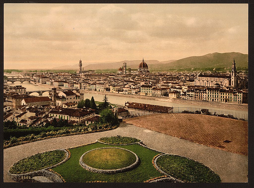 Cityscape view looking toward cathedral, Florence, Italy. Pas de resttruction de copyright connue
