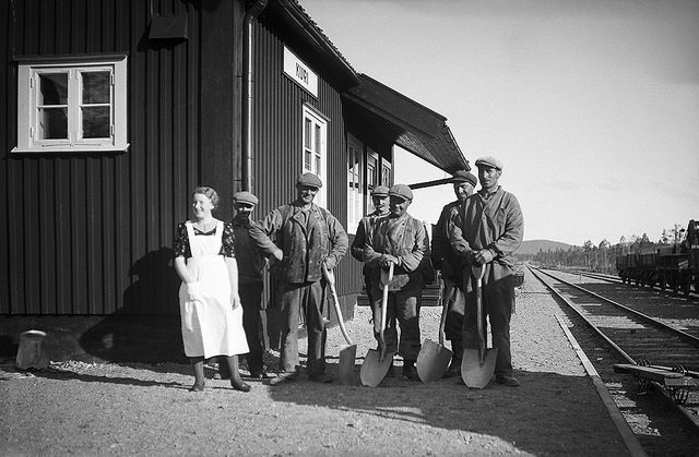 Railway staff at Kuri station in Lapland - Swedish National Heritage Board - Pas de restriction de copyright connue