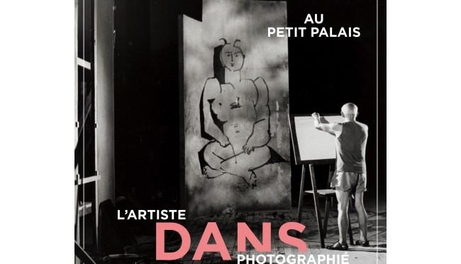 Avec les photographies d'ateliers, c'est une partie du travail des artistes qui est montrée